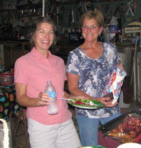 Lori and Sue get dessert